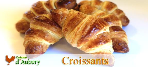 Devenu le symbole international d'un petit-déjeuner Français, cette viennoiserie serait née en Autriche au XII ème siècle, avec une pâte briochée. Cependant, c'est en France que la version feuilletée du croissant tel que nous le connaissons est apparue il y aurait 100 ans.