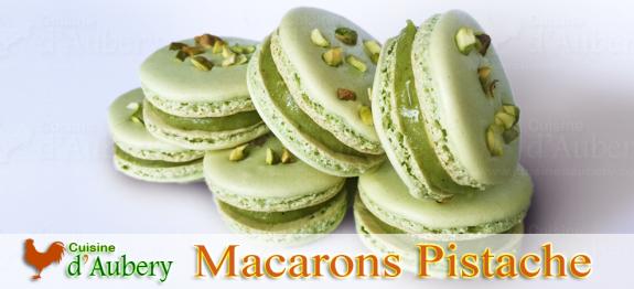 Les macarons Pistache, avec une ganache sans chocolat blanc, et avec un vrai gout de Pistache ! Un macaron à tomber par terre