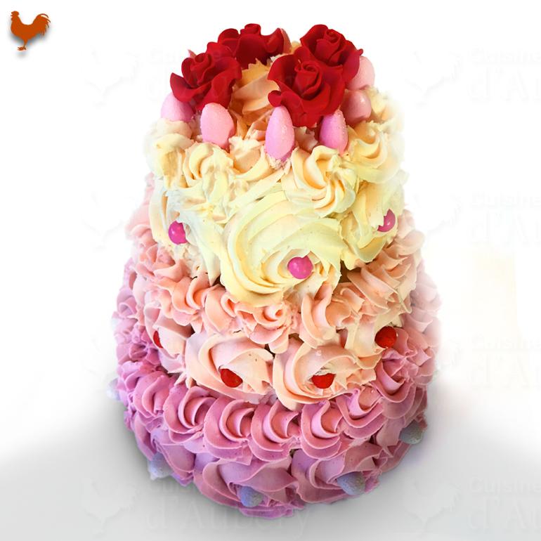 """Le gâteau à étages """"Roses Vanille"""" (vanilla cake) de Mich Turner"""