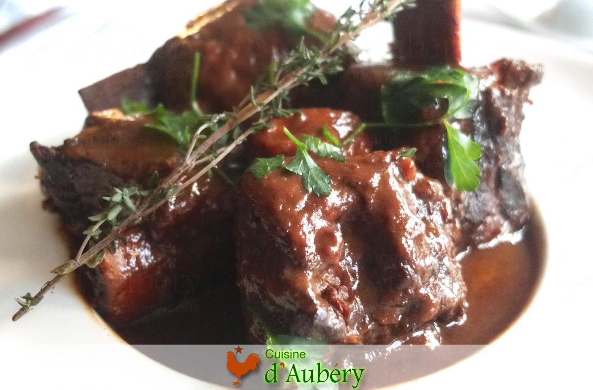 Les Côtes de Boeuf Braisées, sauce réduite, de Madame Du Quesnay